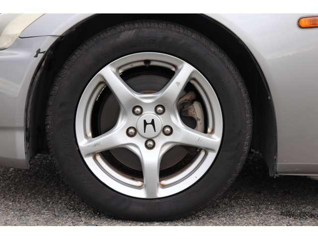 ホイールもAP1純正16インチアルミで、タイヤもまだ使えそうです!