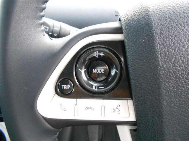 ステアリングスイッチはハンドルを握りながらオーディオの操作などが可能です!走行中の視線移動も最小限で済むので安全にも役立ちます!