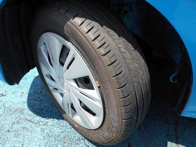 タイヤはダンロップ製エナセーブ付き!!タイヤは7~8分山と残り溝有り!!スタッドレスタイヤも格安海外品から国産品まで各種取り扱えますので交換ご希望の方はお気軽にご相談下さいね!!