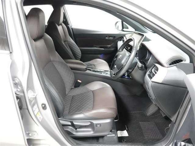 ロングドライブでも快適なフロントシートです。