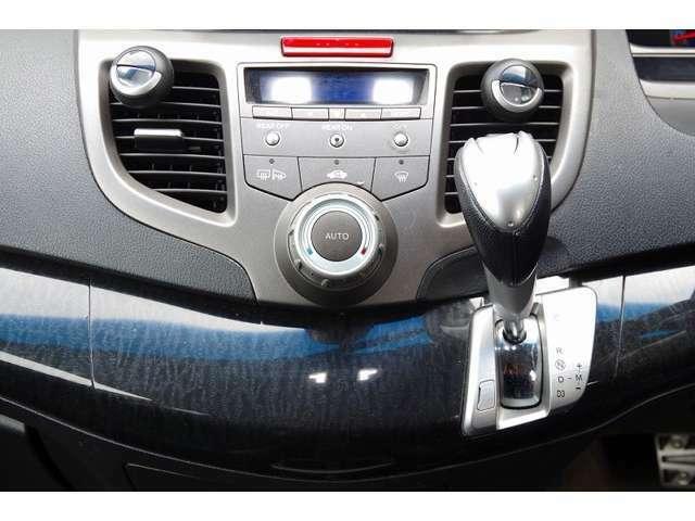 全車両、車検整備を施してからのご納車とさせていただきます。エンジンオイルやブレーキオイルはもちろん、必要に応じブレーキパットやブレーキロータ等の交換もしております。