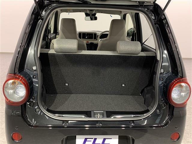 後部座席をフラットにできるため荷物もたくさん入れることができます!