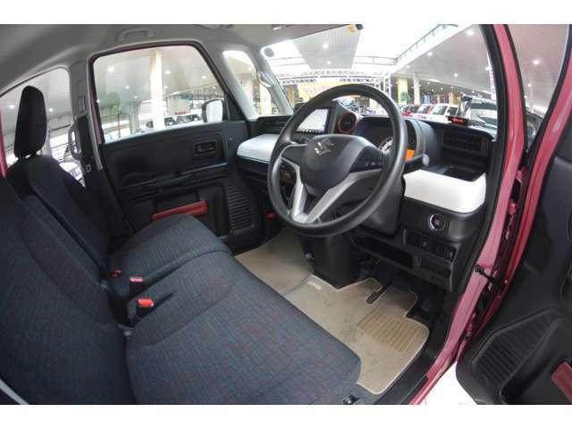 運転席シートリフター&チルトステアリングで、自分サイズにあわせてドライビングポジションが調整でき、運転しやすく、疲れにくいポジションを確保します