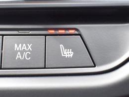 前席シートには3段階温度調整機能付きシートヒーターを装備し寒い冬の快適性を向上します。