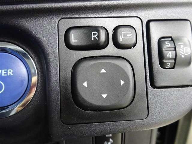 運転席から左右のドアミラーの開閉が可能です♪駐車場でのドアミラーの折り畳みが簡単です♪