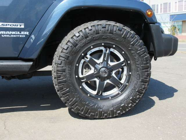ラングラーロングJEEPグリル迫力のワイドタイヤアルミにLEDリングヘッドライトフォグパーツにクリアサイドマーカーブラックレザーシートカバー装備