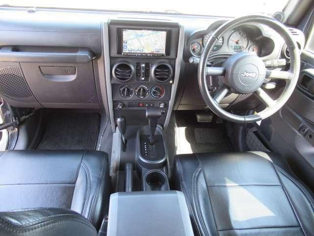 フルセグ地デジTVインダッシュHDDナビにバックモニター豪華装備で助手席ともエアバック、サイドエアバック完備で安全性充実