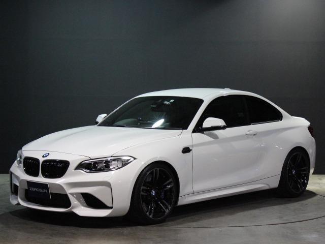 BMW M2クーペが入庫しました!!各種多数の装備パーツがあります!こちらのお車が気になった方はまずはお問合せを!