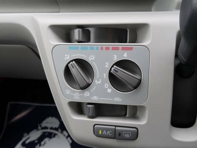 寒い冬も暑い夏も全席に快適な空調を届けてくれる、ダイヤル式エアコンを装備♪