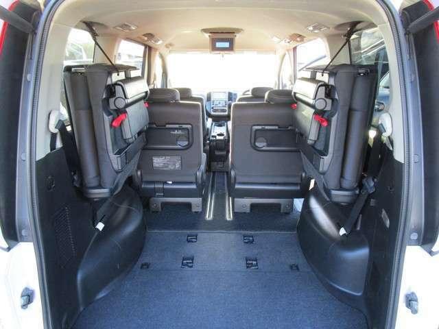 サードシートは左右振分けシートで格納すると荷物も結構積めます!