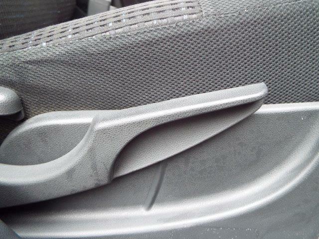 シートの高さを自由に調節できるシートリフター付き!