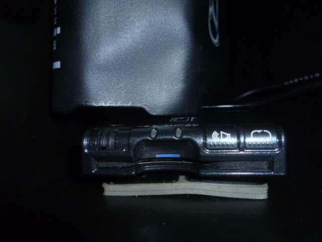 ETC車載機は運転席のバイザー裏に取り付けられております。これはマツダの特許にての取り付けで、盗難防止に役立ちます