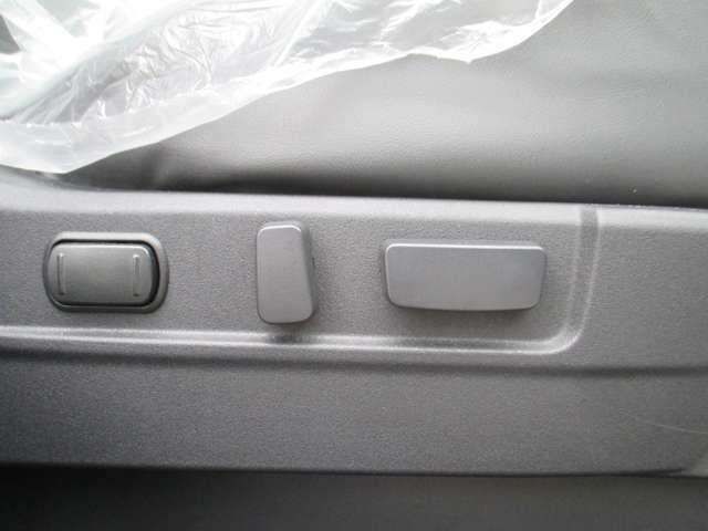 電動パワーシートです。これで運転を替わってもシート調整も楽ですね。