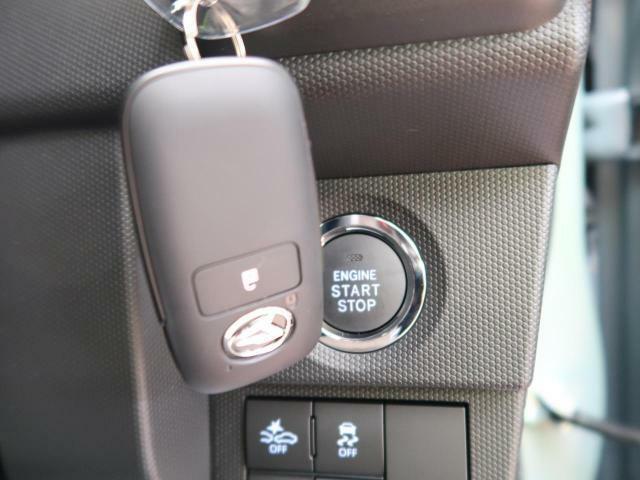 【スマートキー&プッシュスタート】機能がございますので、ドアの開閉からエンジンをかけるところまでかぎを触らずに操作可能です。便利ですよね☆
