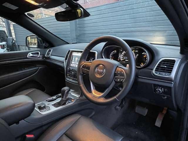 リミテッドモデルならではの高級感ある車内です。