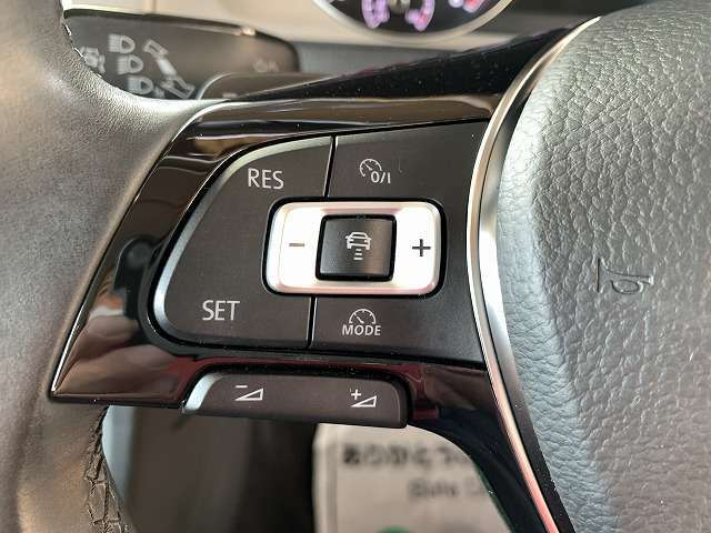 アダプティブクルーズコントロール付きで長距離移動も楽々!燃費の向上も図れます!便利ですよね♪