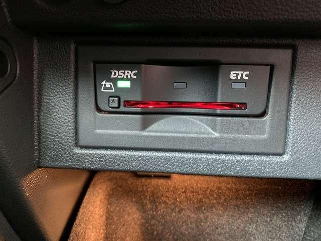 ビルトイン型ETC2.0(DSRC)付き!DSRC通信を利用し、ITSスポットとの間の高速・大容量通信により、広範囲の渋滞・規制情報提供や安全運転支援など様々なサービスが受けられる優れものです。
