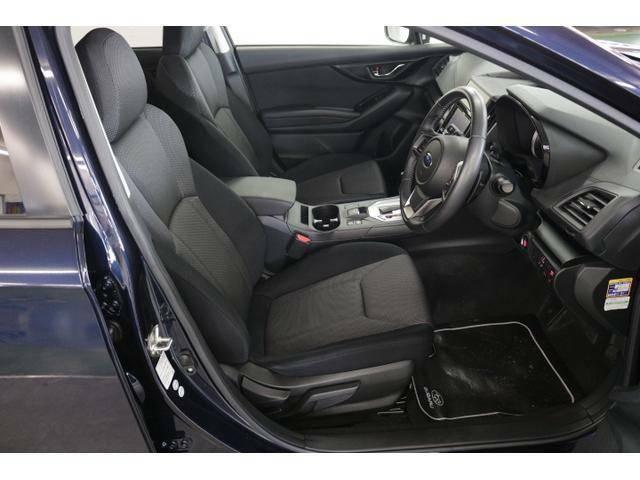 フロントシートはしっかりと身体をサポートし、事故の原因となる疲れを低減します。