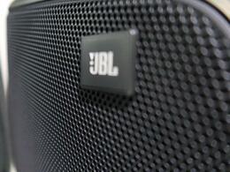 【メーカーオプションJBLサラウンドシステム】搭載で、ワンランク上の音質の音楽を楽しめます。