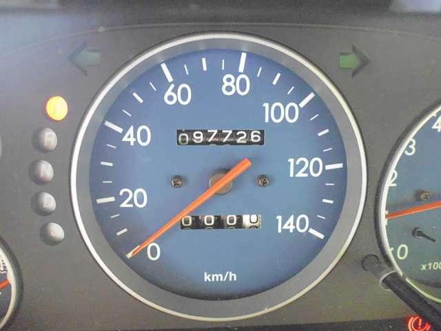 撮影時97726キロ走行。走行メーター管理システムで走行距離の改ざん(巻き戻し、等)が無いことを確認済みです。詳しくは自動車公正取引協議会のこのページで「http://www.aftc.or.jp/am/meter/meter_1.html」