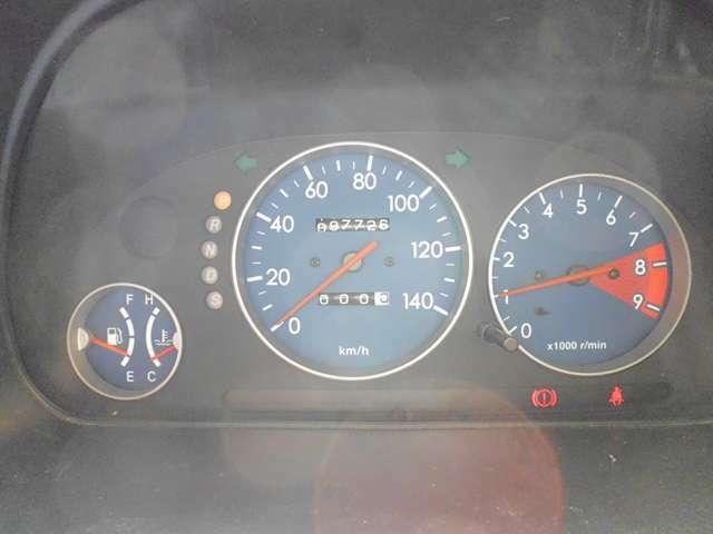 RSは純正でタコメーター(エンジンの回転速度計)が装備されています。