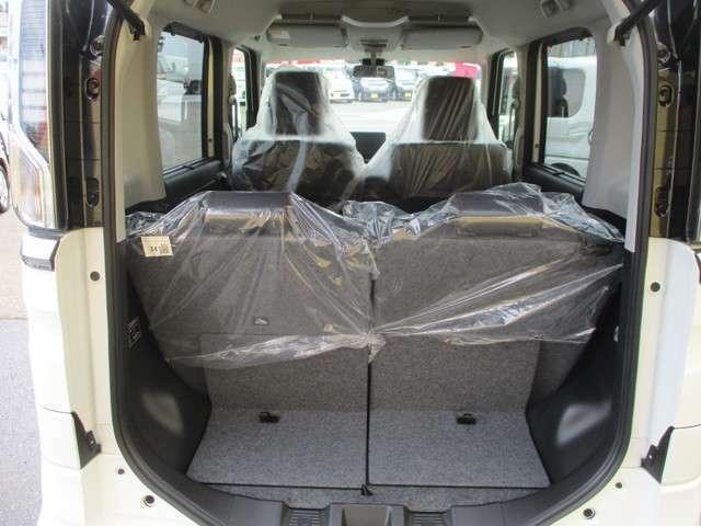『フェイバリットPOIN10』当店の商品化基準に満たないお車はシート・内張り・天井・絨毯など全部外してクリーニングしています!そのほか匂いといった画像では伝わりづらい部分も念入りにチェックしています!