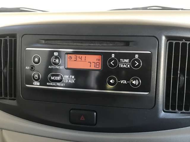 【純正オーディオ】 こちらのお車は純正のCDデッキがついてます!