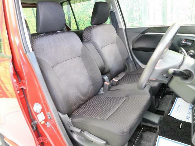 清潔感あふれるシート!高級感のある内装で優雅にドライブをお楽しみいただけることでしょう♪