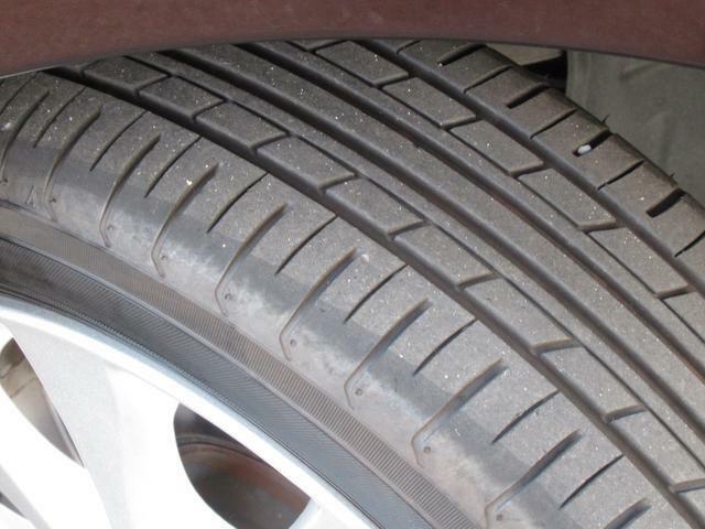 フロントタイヤのタイヤ溝は充分に残っています☆