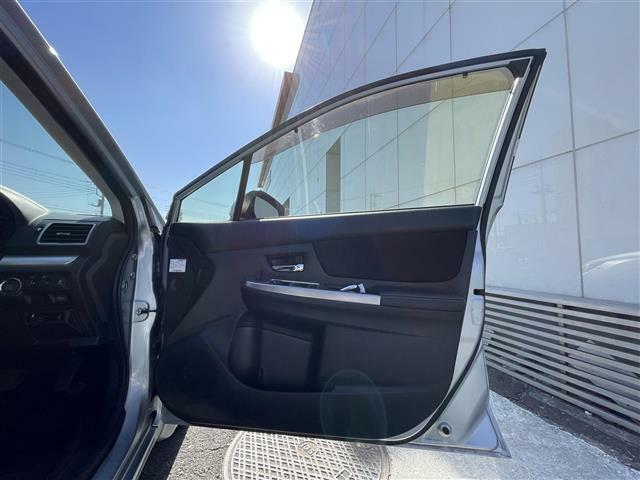リアルガラスコートはボディの艶と強力な撥水性能にこだわり開発されたガラス系コーティングです。一部特殊塗装のお車を除き施行可能ですので、お気軽にお申し付け下さい!