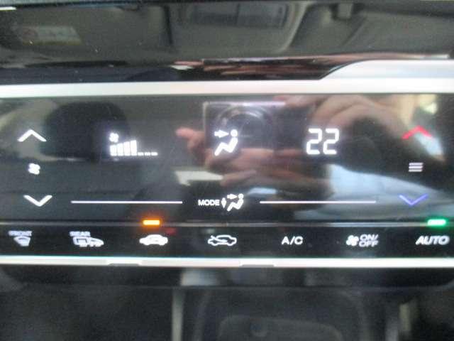 フルオートエアコンのお写真です。ボタン一つで年中快適な温度でお過ごし頂けます♪