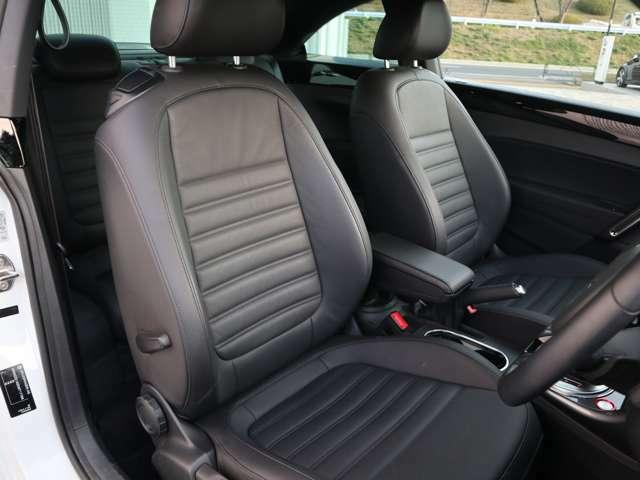 長距離移動も疲れにくいシート設計となっております。座面と背もたれにピタリと身体を密着させるように座ってみてください。太ももやサイドサポートがとてもしっかりしています。ぜひ一度座ってみてください。