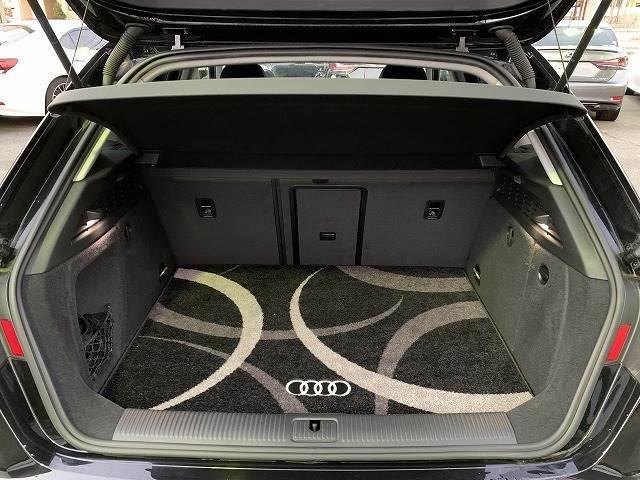 A3は室内空間がうまく設計されているので、トランクも広々としていて、仕事やゴルフ、お買い物など様々なシーンでお使いいただけます!