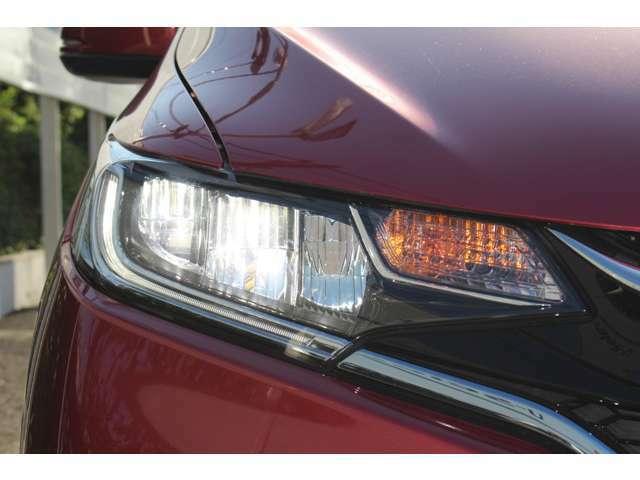 より明るく省電力のLEDヘッドライト!消し忘れも防止できるオートライトコントロール機構付き!