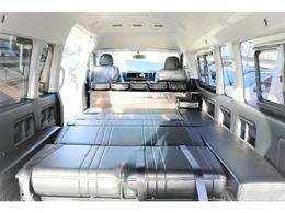 フラットにする事で十分な就寝スペースを確保。全国納車お受け致します。 お気軽にお問合せ下さいませ。 TEL:072-730-7760