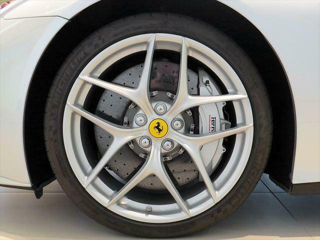 アフターメンテナンスも、フェラーリ社認定の弊社サービスセンター(東京・名古屋・大阪)にお任せください。各種自動車保険も取り扱っておりますので、弊社スタッフまでご用命ください。
