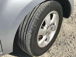 タイヤの状態もまだまだ良くて、切りもないし、山も7割以上残っています。