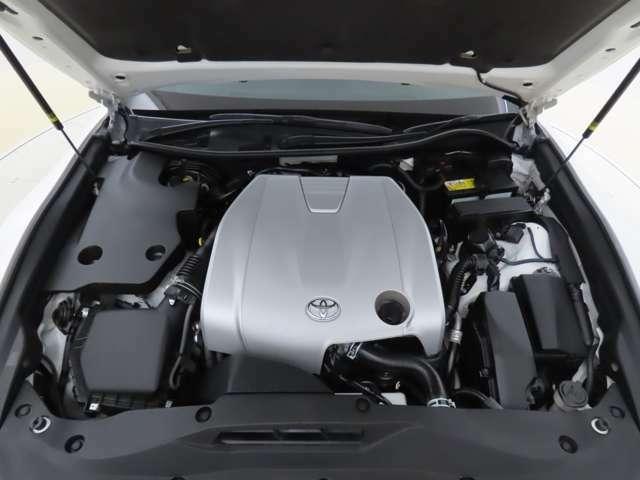 エンジンルームはルームクリーニング施工済で「キレイなU-CAR」に仕上がってますよっ!
