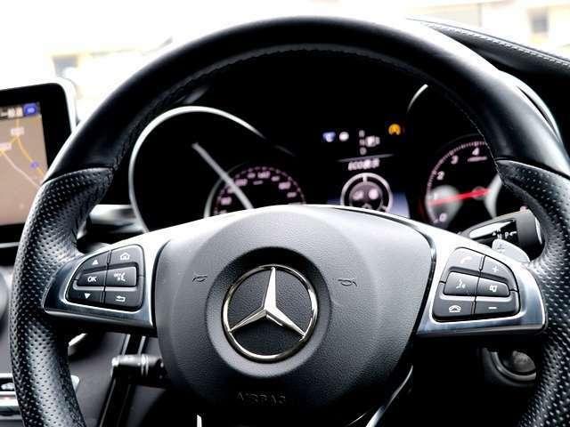 革巻きステアリング&オーディオスイッチ付きですので運転中でも安心して操作ができ、快適なドライブが楽しめます♪革巻きですので、見た目もかっこいいですし、握りやすいので運転もしやすいです★