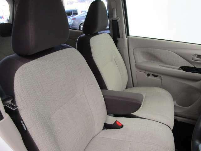 運転席、助手席シートヒーターを装備しています。