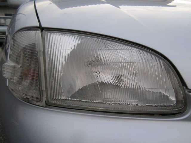ヘッドライトはガラスレンズでクリアです。