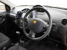 運転中の視線移動が少ないセンターメーターが採用されています。
