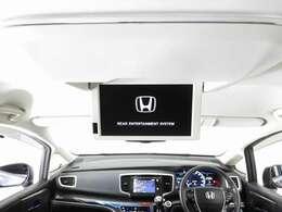 【後席用プルダウンモニター】後ろに乗車している人を飽きさせません♪ テレビやDVDビデオを見ながら楽しいドライブを♪使わない時は格納できますので、ジャマになる事もありません♪