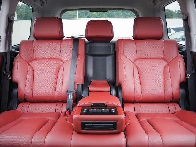 後席でも快適!シートヒーター&ベンチレーション機能付きです。