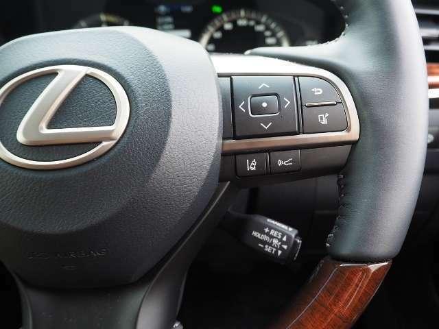 ●車間距離を保ちながら追従走行するレーダークルーズコントロール(全車速追従機能付)
