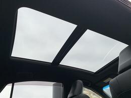 【ムーンルーフ】解放感溢れるムーンルーフ☆車内には爽やかな風や太陽の穏やかな光が差し込みます☆