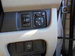 電動格納ドアミラ-と高軸調整機能が付いた仕様となっています♪