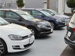 展示場もリニューアルされ、常時多数の車両が並んでおります。ご来店お待ちしております。