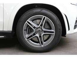 初年度登録から3年間は新車保証(メルセデスケア)を継承して、ご利用になれます。メルセデスケアは一部消耗品や、定期点検までも保証対象となりますので、保証が広範囲です。※詳しくはスタッフまでお問合せ下さい
