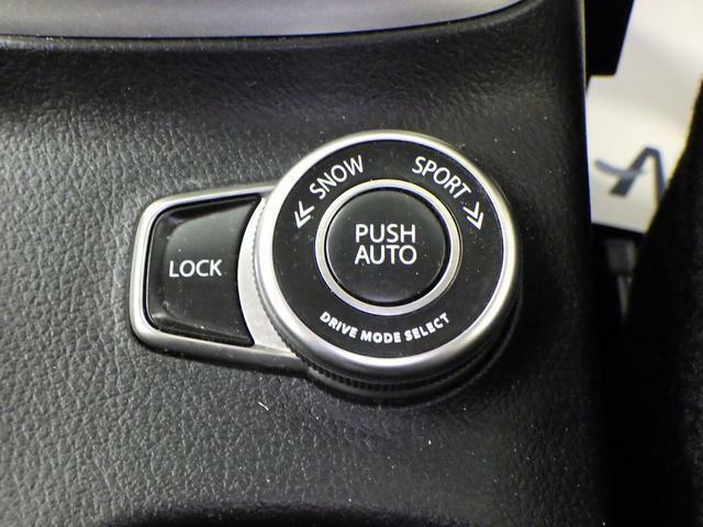 あらゆる場面で最大限の走行安定性を引き出せるよう、4つのドライビングモードを設置。ドライバーの意志で、自由に切り替えできます。